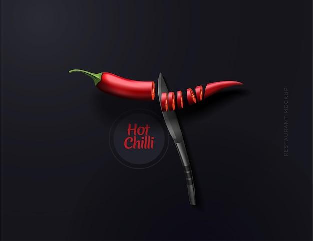 Latająca gorąca czerwona papryka w plasterkach konceptualna kompozycja z chili czerwoną papryką i nożem