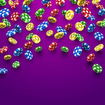 Latające kasyno żetony na fioletowym tle. ilustracja wektorowa