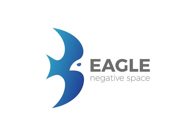 Latający orzeł logo na białym tle