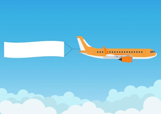 Latający samolot z reklamowym sztandarem na niebieskim niebie