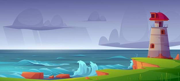 Latarnia morska na brzegu morza z burzliwym niebem