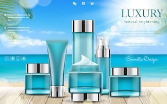 Lato kosmetyk ustawia reklamy z drewnianymi stołowymi elementami, palma liśćmi i bokeh tłem ,.