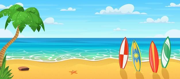 Lato na plaży z wieloma deskami surfingowymi