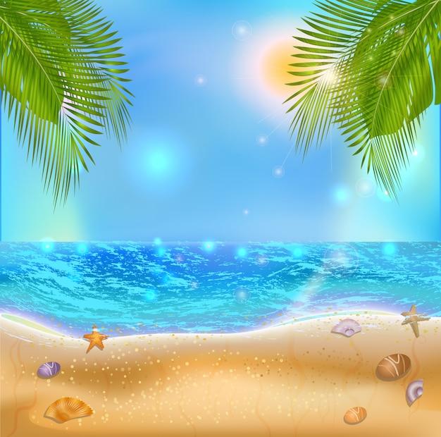 Lato, słoneczna tropikalna plaża z liśćmi palmowymi