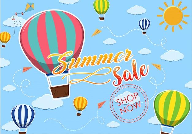 Lato sprzedaż projekt plakatu z balonów na niebie