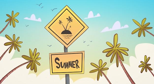 Lato tropikalny wakacje palmy treen nad niebieskim niebem nadmorski wakacyjny sztandar