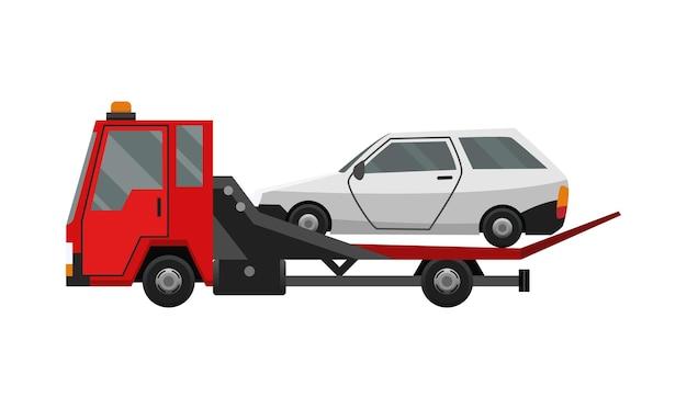 Laweta. płaski wadliwy samochód załadowany na lawetę. serwis naprawy pojazdów, który zapewnia pomoc
