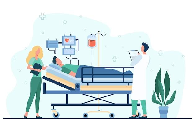 Lekarz i pielęgniarka udzielający opieki medycznej pacjentowi w łóżku na białym tle płaska ilustracja.