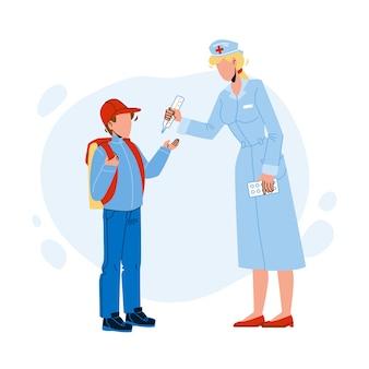 Lekarz szkolny mierzy temperaturę ucznia