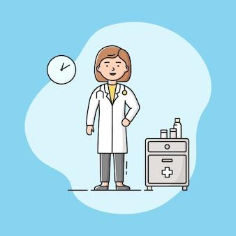 Lekarz w mundurze w biurze. profesjonalny pracownik. kobieta pewna siebie w swoim miejscu pracy.