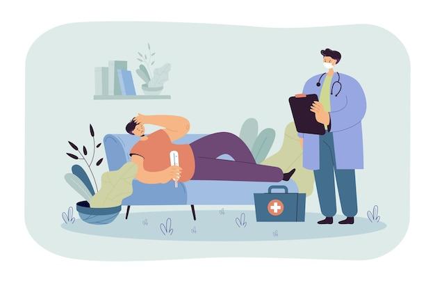 Lekarz widząc pacjenta w domu. chory człowiek leżący na kanapie z termometrem, pracownik medyczny patrząc na niego.