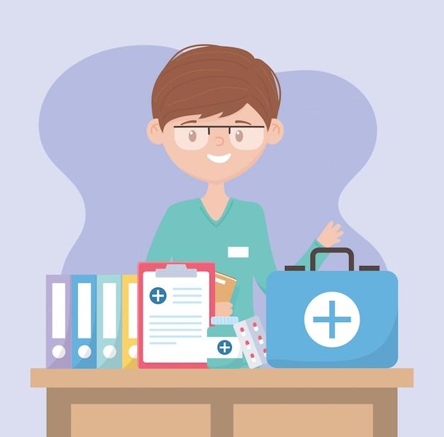 Lekarz z zestawem pierwszej pomocy, raport medyczny i leki, lekarze i osoby starsze