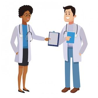 Lekarze pracują w zespole medycznym