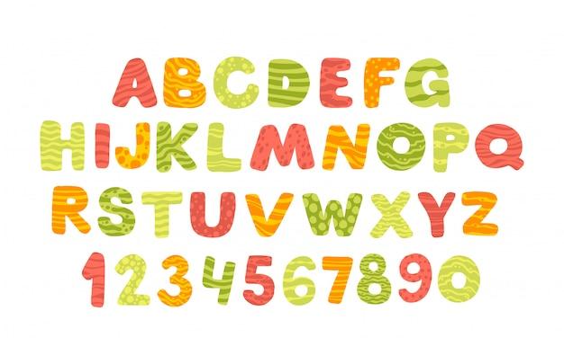 Letni alfabet w stylu cartoon. śmieszne komiczne litery i cyfry. wygląda świetnie na białym i ciemnym tle. kolorowa nowoczesna ilustracja dla dzieci, żłobek, plakat, kartka, przyjęcie urodzinowe