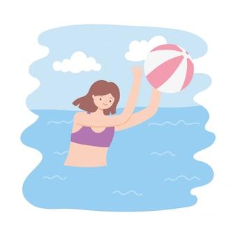 Letni basen z dziewczynami i nadmuchiwaną piłką do gry