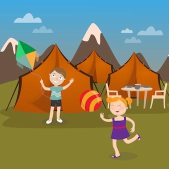 Letni obóz dla dzieci. chłopiec uruchamia latawiec. dziewczyna gra w piłkę. ilustracji wektorowych