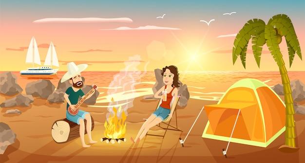 Letni obóz turystyczny na plaży w pobliżu morza