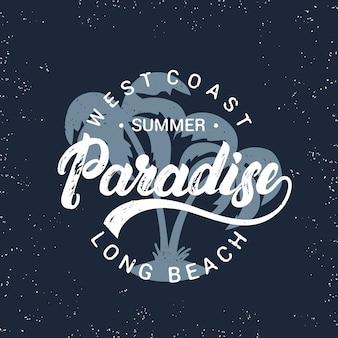Letni raj odręczny napis z palmami.