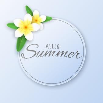 Letnia etykieta. zwrot witaj lato. papierowy okrągły baner z tropikalnych kwiatów plumeria.
