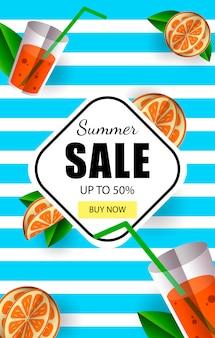 Letnia wyprzedaż do 50% szablonu banera z przyciskiem kup teraz i kolorowe owoce tropikalne.
