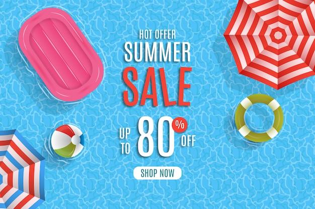 Letnia wyprzedaż z parasolem i basen w tle