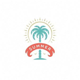 Letnie wakacje etykieta lub odznaka typografia slogan projekt plakatu lub karty z pozdrowieniami ilustracji wektorowych. symbol drzewa palmowego.