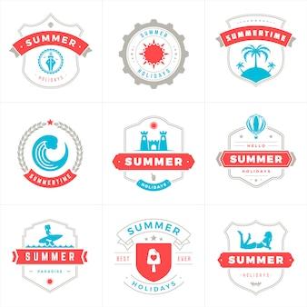 Letnie wakacje etykiety i odznaki typografia wektor wzór