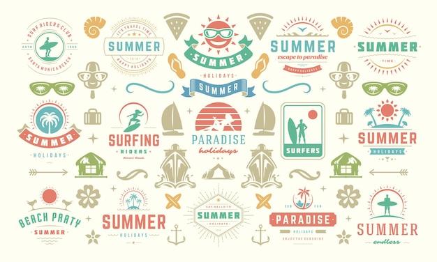 Letnie wakacje etykiety i odznaki zaprojektuj zestaw retro typografii na plakaty i koszulki. ikony słońca, wakacje na plaży i tropikalna wyspa z elementami palm.