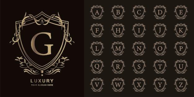 Litera g lub początkowy alfabet kolekcji z luksusowym ornamentem kwiatowy rama złoty szablon logo.