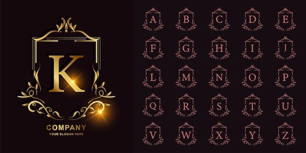 Litera k lub kolekcja początkowy alfabet z luksusowym ornamentem kwiatowy rama złoty szablon logo.