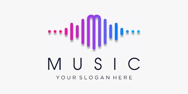 Litera m z pulsem. element odtwarzacza muzyki. szablon logo muzyka elektroniczna, korektor, sklep, dj, klub nocny, dyskoteka. koncepcja logo fali dźwiękowej, technologia multimedialna, abstrakcyjny kształt.