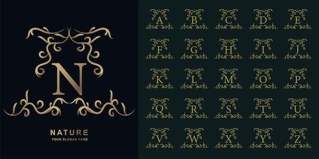 Litera n lub kolekcja początkowy alfabet z luksusowym ornamentem kwiatowy rama złoty szablon logo.