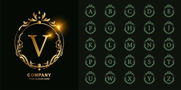 Litera v lub początkowy alfabet kolekcji z luksusowym ornamentem kwiatowy rama złoty szablon logo.