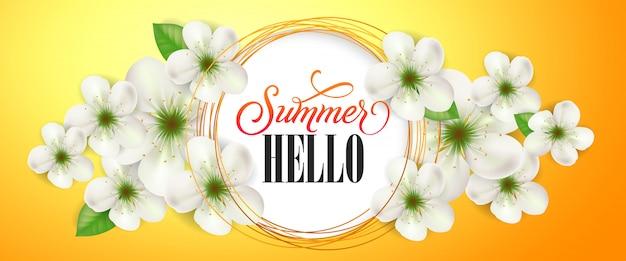 Literowanie lato cześć. kreatywny baner z białym kwiatem. odręczny tekst, kaligrafia.
