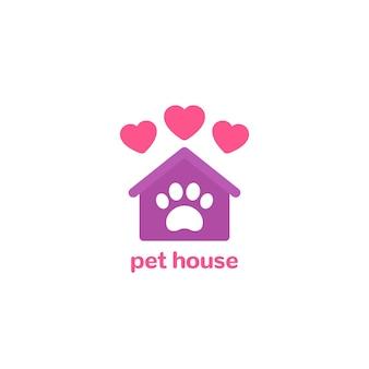 Logo domu dla zwierząt, łapa i dom z sercami