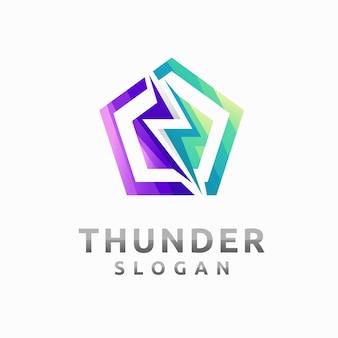 Logo energii elektrycznej z elementem grzmotu