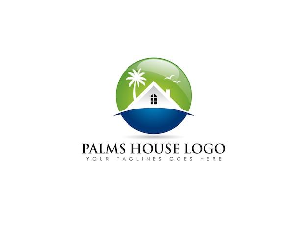 Logo godło koło o nieruchomości na plaży z białym domem i kokosowym drzewem z tyłu