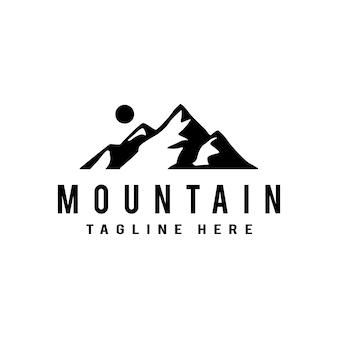 Logo górskie. płaska konstrukcja logo szablon