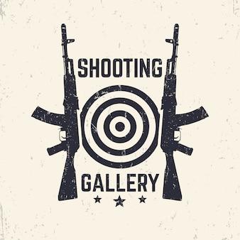 Logo grunge shooting gallery, emblemat z karabinem szturmowym, ilustracja