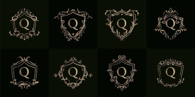 Logo inicjału q z luksusowym ornamentem lub ramką kwiatową, kolekcja kompletów.