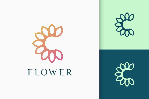 Logo kwiatu lub natury w inicjałach lub kształcie litery c dla spa i urody