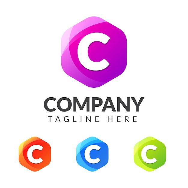 Logo litery c z kształtem kolorowej geometrii