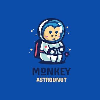 Logo małpa astronauta prosty styl maskotki.