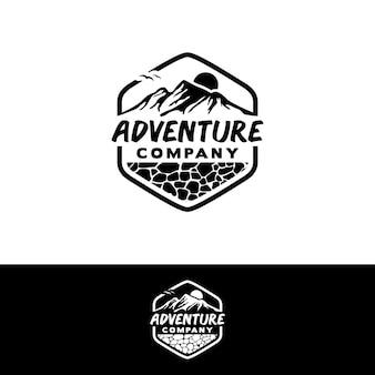 Logo mountain adventurer logo pentagon z inspiracją do projektowania skał