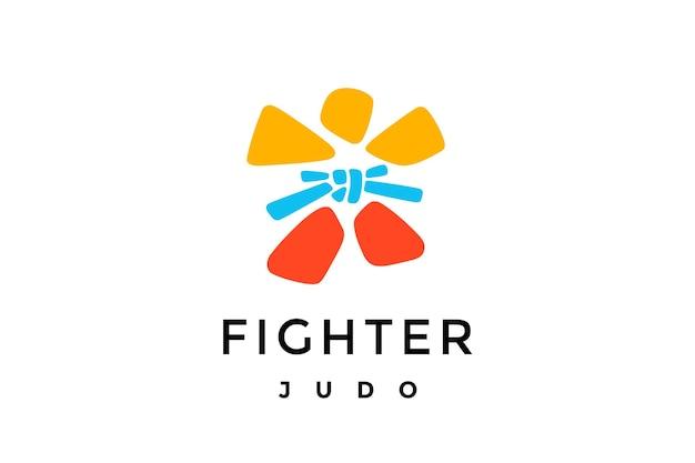 Logo myśliwca. proste logo w nowoczesnym stylu minimalistycznym z wojownikiem, kimonem, paskiem dla klubu sportowego, klubu walki, turnieju, mistrzostw, pucharu sztuk walki. logo, znak, etykieta, godło. ilustracja