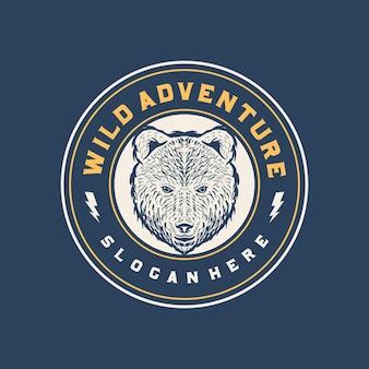 Logo odznaki głowy niedźwiedzia dzikiej przygody