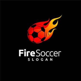 Logo piłki nożnej z elementem ognia