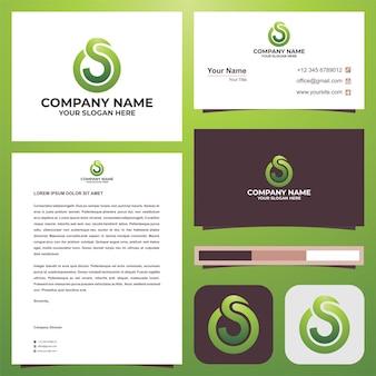 Logo początkowa litera s łączy się z o na wizytówce premium wektor logo premium