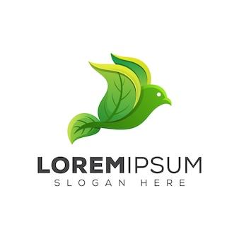 Logo ptaka zielony liść naturalny. latający ptak pozostawia szablon projektu logo