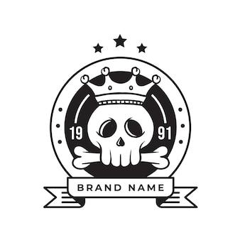 Logo retro czaszki króla dla biznesu i społeczności
